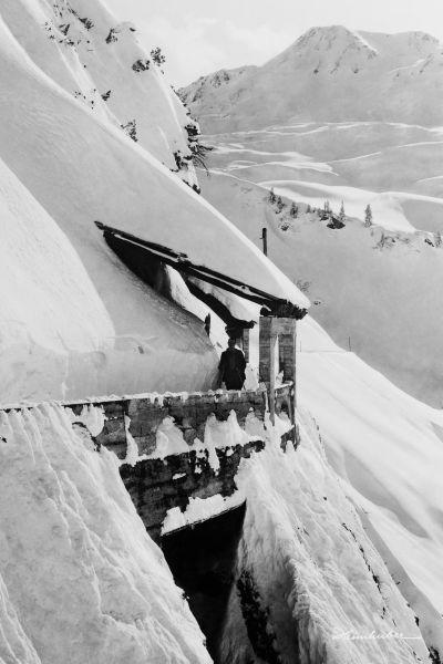 Detailansicht Flexenstraße mit Schneemassen