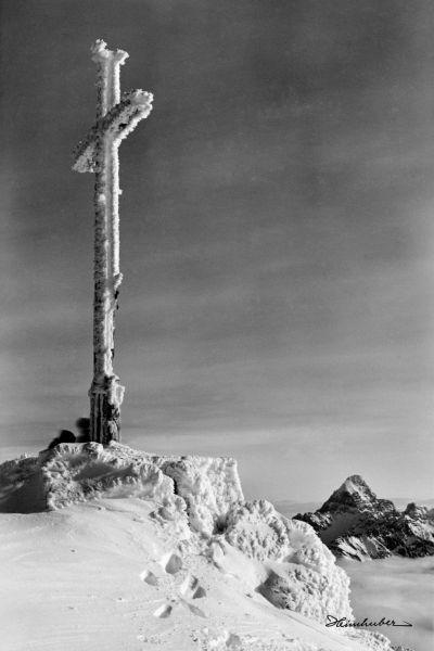 Gipfelkreuz mit Hochvogel