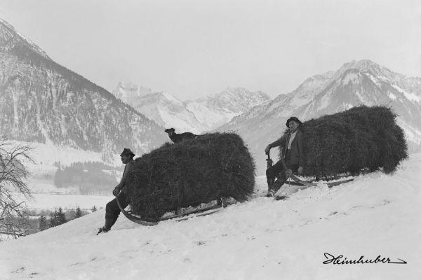Heuzieher vor dem Oytal 1925