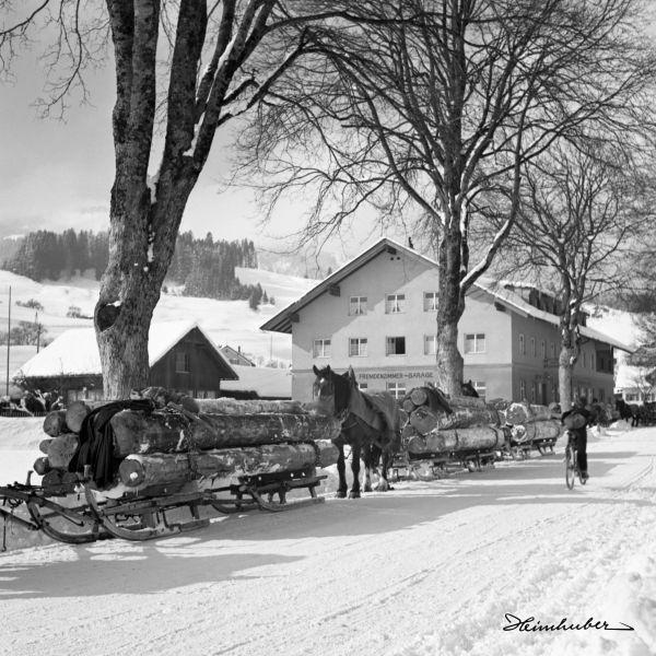 Holzfuhrwerke in Bihlerdorf