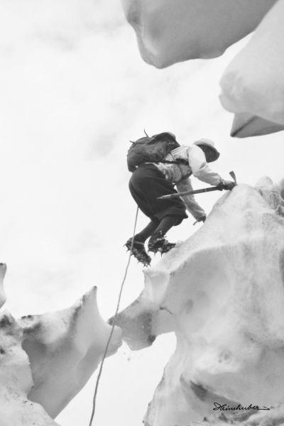 Gebirgsjäger beim Eisklettern