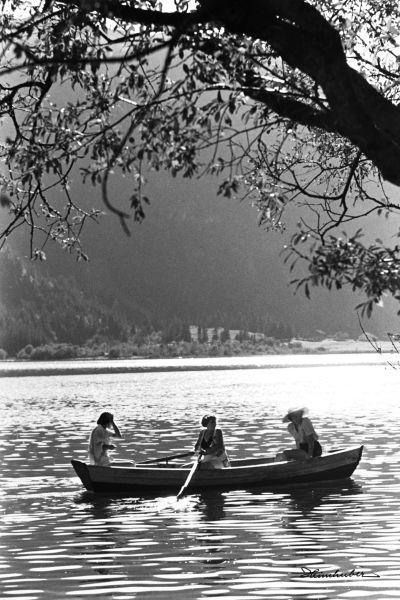 Drei Damen im Boot