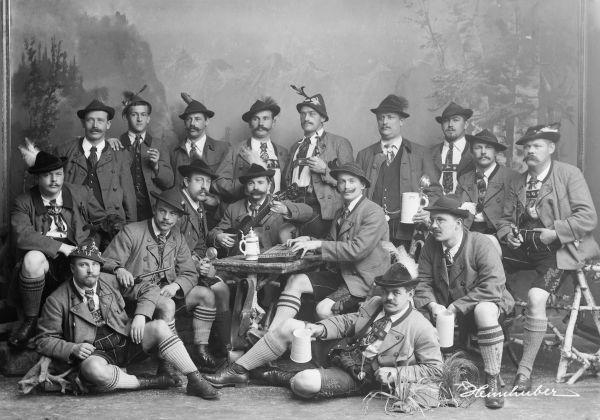 Trachtengruppe mit Fritz Heimhuber