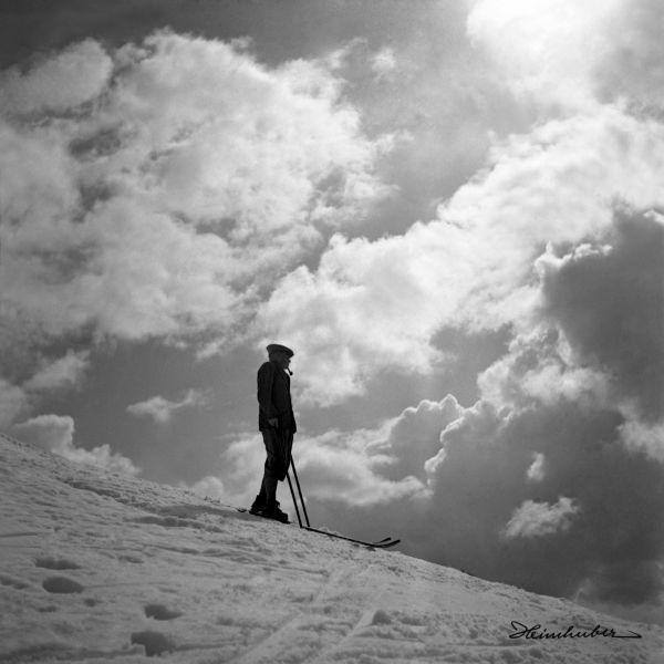 Skifahrer mit Pfeife