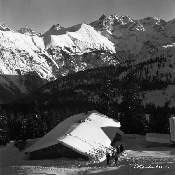 Zugeschneite Hütte am Fellhorn