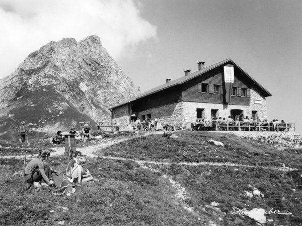 Fiderepasshütte im Sommer