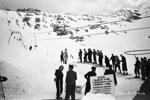 Warten am Skilift